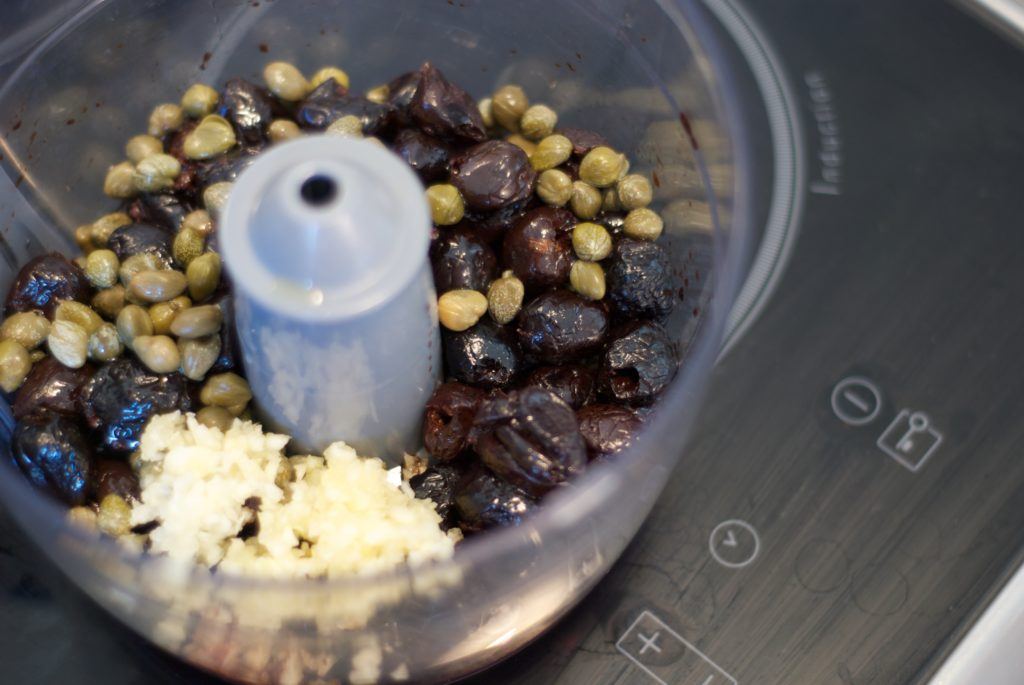 Tapenade olives noirs capres ail