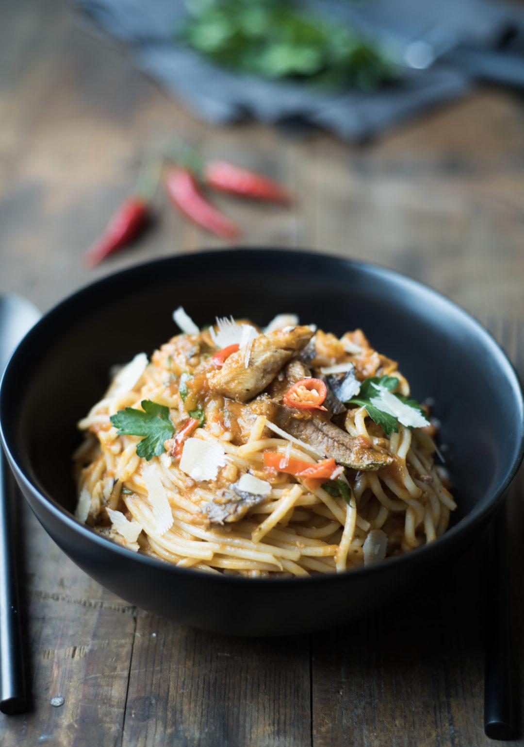 spaghettis ail tomate sardine persil cuisine tunisienne piment harissa
